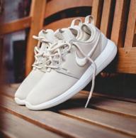 好价:Nike 耐克 女士 ROSHE TWO SI 休闲鞋