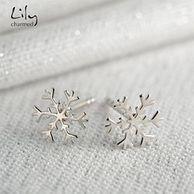 Lily charmed 银色雪花片耳钉 1对
