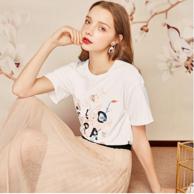 宫廷元素印花:EPTISON 衣品天成 女士短袖T恤 9WT091