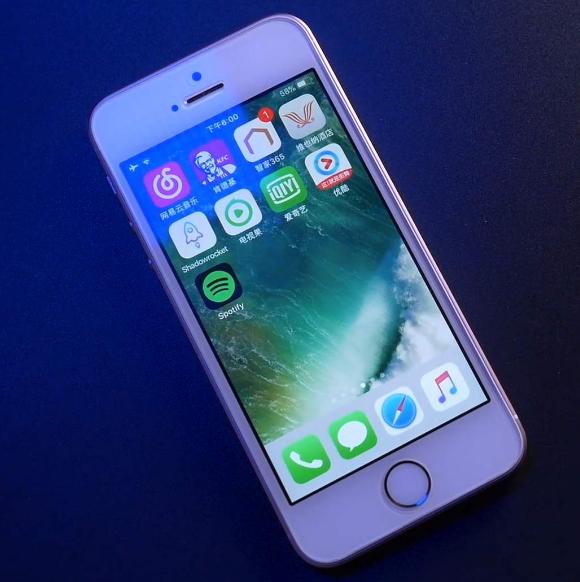 結束!小Q認證二手機:無鎖原裝99新三網通 iPhone Se  32G版