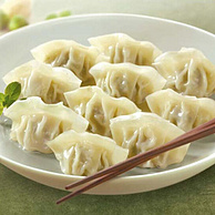 小编长期回购:bibigo 必品阁 鲜菜猪肉水饺 640g 39.8元,可低至19.9元