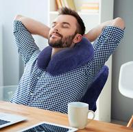 远离颈椎不适:美国艾蒂宝 竹炭温感记忆棉颈椎枕U型枕