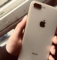 小Q二手团、新千元机王:98新原装 iPhone 8 Plus 64G 三网有锁版