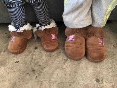 白菜價!小豬佩奇 正版授權兒童棉拖鞋 多色 16.9元包郵(專柜108元) 買手黨-買手聚集的地方