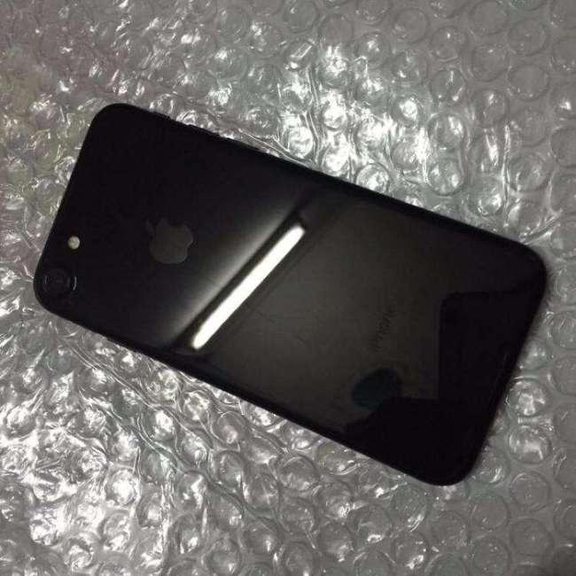 小Q二手手机团:95新 亮黑色 iPhone 7 32g 全网通无锁版 1399元包邮 1420顺丰包邮 买手党-买手聚集的地方