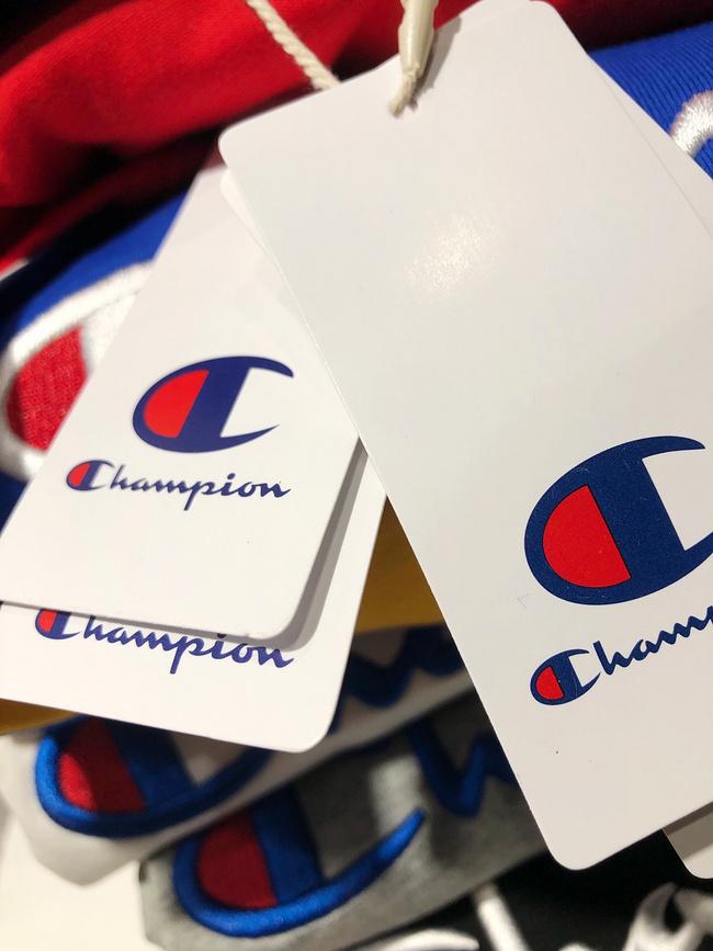 3D刺绣大logo、多色可选:Champion冠军 2021爆款短袖T恤 119元包邮(专柜、旗舰店200元+) 买手党-买手聚集的地方