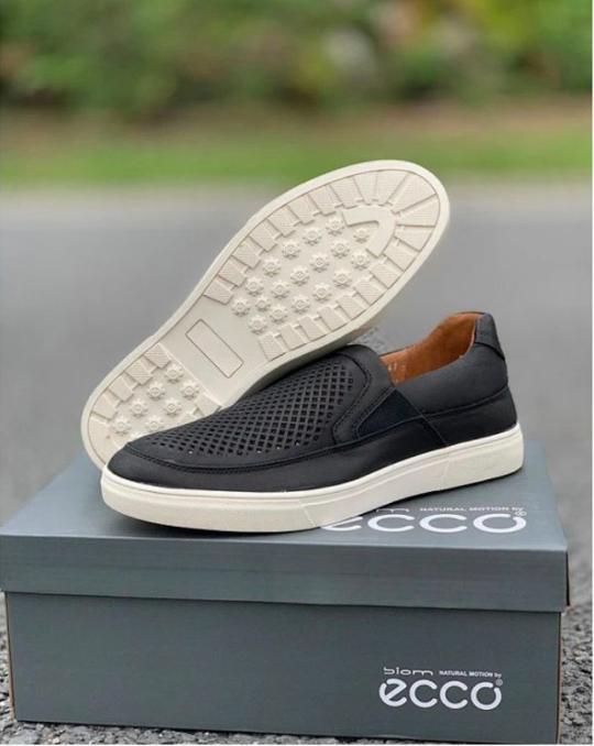 新增棕色、超软镂空小牛皮:ECCO爱步 懒人平底豆豆鞋 299元包邮(天猫1599元) 买手党-买手聚集的地方